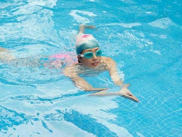 Hướng dẫn kỹ thuật bơi ếch chuẩn, cực dễ thực hiện