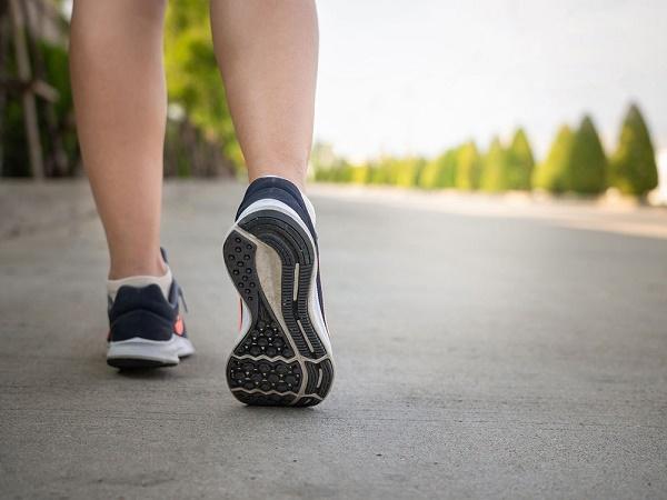 Lợi ích của đi bộ nhanh mỗi ngày đối với sức khỏe và vóc dáng